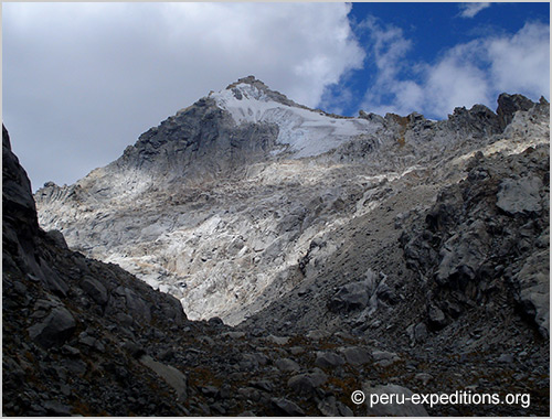Peru: Climbing Nevado Huamashraju (5434 m), located East of the Huaraz City